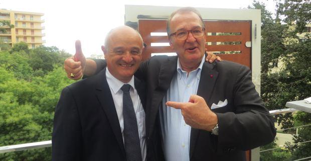 Jean-Nicolas Antoniotti, président des Demeures Corses, et Christian Louis Victor, président de l'Union des maisons françaises (UMF), à Bastia, lors de l'inauguration de la maison-pilote dans les arbres en ville, médaille d'or du Challenge des maisons innovantes.