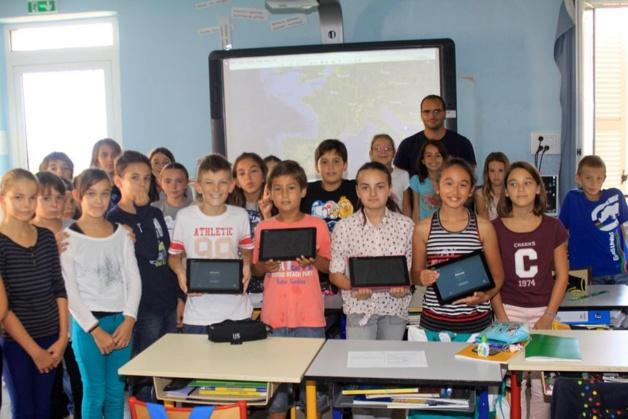La Ville de Calvi offre des tablettes numériques à l'école Loviconi