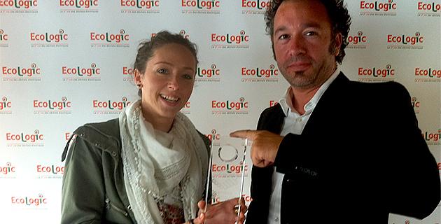 Marjorie Morize responsable de la communication extérieure et des partenariats et Guillaume Le Corre, directeur général des services du SYVADEC ont reçu le trophée Ecologic