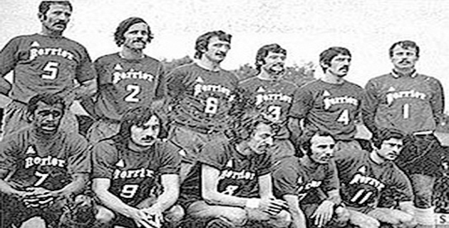 Le Sporting avant la demi-finale de la coupe de France 1972 à Lens. Debouts : Savkovic, Luccini, Franceschetti, Mosa, Calmette, Pantelic. Accroupis : Kanyan, Felix, Dogliani, Papi, Giordani.