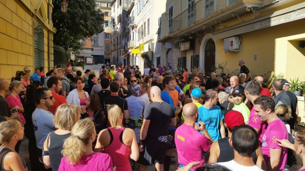 Des centaines de city traileurs dans les rues de la ville lors de la reconnaissance du…