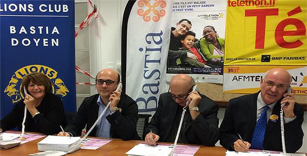 Une bénévole, Philippe Segond, Jean-Louis Giamarchi et Daniel Leca : le 3637 est ouvert à Bastia