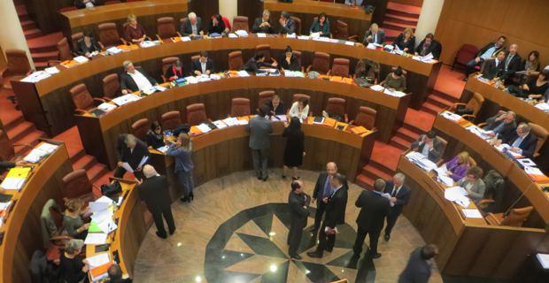 Vendredi 19h30. La séance publique n'a toujours pas repris depuis la veille...
