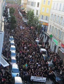 Charlie Hebdo : 6 000 personnes à Bastia, les élus se bousculent en tête du cortège