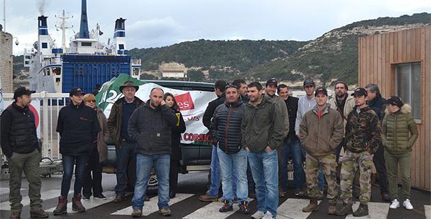 Les agriculteurs bloquent le port de Bonifacio : La peste porcine menace la Corse