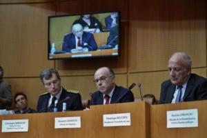 Au centre, Bernard Cazeneuve.