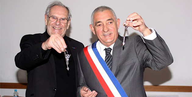 Jean-Jo Allegrini-Simonetti récupère les clefs de la mairie de L'Ile-Rousse