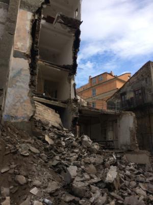 La facade effondrée.