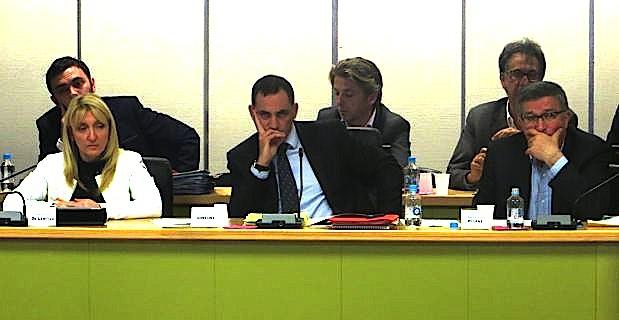 Le maire de Bastia, Gilles Simeoni, entouré de ses deux adjoints, Emmanuelle de Gentili et Jean-Louis Milani.