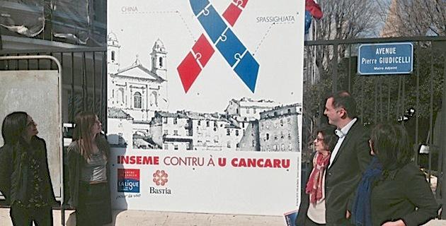 Présenté par Gilles Simeoni, le panneau « Bastia se ligue contre le cancer » restera affiché 6 mois devant la mairie