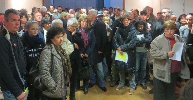 La population, très inquiète et très remontée, est venue en nombre à la réunion publique de mardi soir.