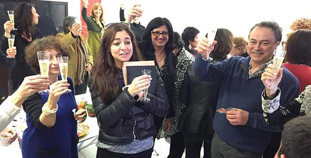 Martini Lorenzi entourée de son équipe et d'adhérents de l'association