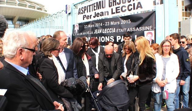 La famille de Jean Leccia rassemblée autour du landeau de son fils…