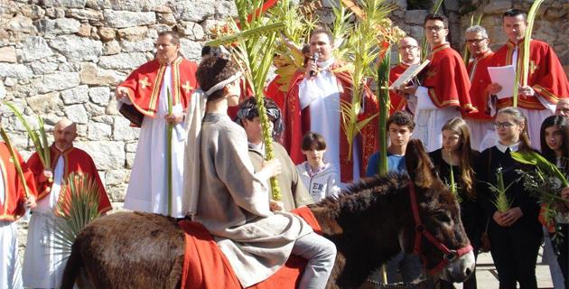 Porto-Vecchio : La procession des Rameaux avant le Chemin de croix animé par les enfants