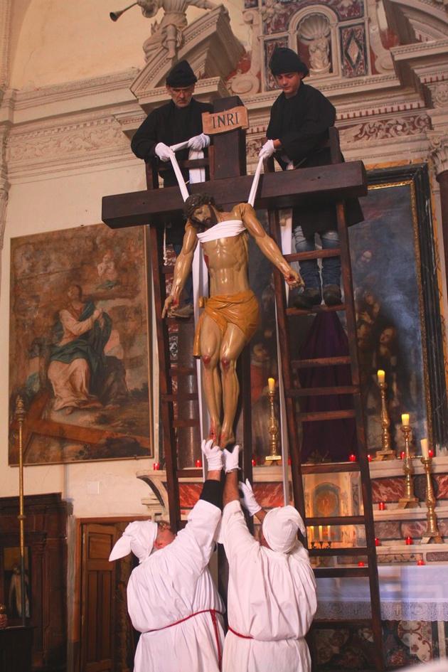 La confrérie de Monticello renoue 80 ans après avec la scène di A Schjudazione et la mise en tombeau du Christ