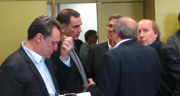 Guy Armanet, Gilles Simeoni, Jean-Louis Milani, Jean-Joseph Massoni et (de dos), Michel Rossi en conciliabule.
