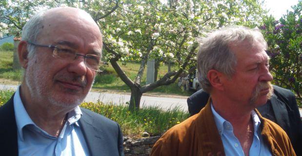 L'euro-député catalan, Josep-Maria Terricabras, vice-président du groupe Verts-ALE au Parlement européen, avec l'euro-député, José Bové, au domaine viticole d'Antoine Arena à Parimoniu, lors d'a Ghjurnata d'Arritti.