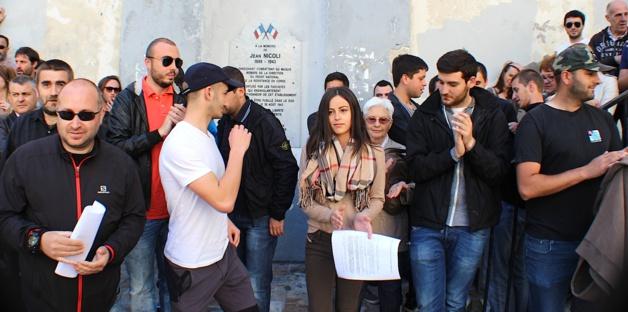 1er-Mai : Ghjuventù Indipendentista se rassemble devant le lycée Jean-Nicoli et réplique…