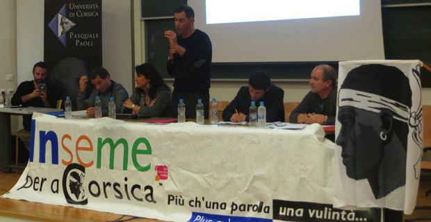 L'Exécutif et les élus d'Inseme per a Corsica autour de leur leader, Gilles Simeoni, lors de leur assemblée générale en avril dernier à Corti.