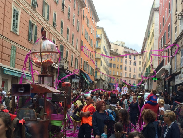 """La """"Fête du Printemps"""" fait son carnaval à Bastia"""