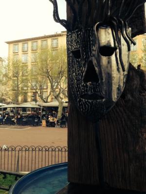 La lampe de Ludovic Chiaramonti, crée à partir de matériaux recyclés, quand elle a été exposée au kiosque de Bastia