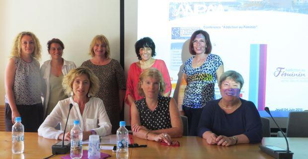Fabienne Gérard, directrice de l'ANPAA de Haute-Corse, deux intervenantes du colloque : Claudine Legardinier, journaliste spécialisée, et Dr Marijo Taboada, psychiatre, des membres de l'ANPAA 2B et Dominique Nadaud, déléguée à la mission départementale aux droits des femmes et à l'égalité de Haute-Corse.