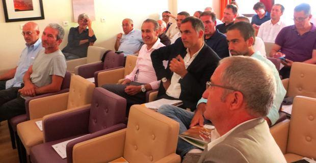 Joseph Colombani et Jean-Marc Venturi, responsables de la Chambre d'agriculture de Haute-Corse (au 1er plan), Ange-Pierre Vivoni, maire de Sisco, Gilles Simeoni, maire de Bastia, et Jean-Baptiste Arena, maire-adjoint de Patrimoniu (au 2nd plan).