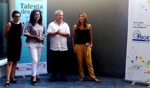 """Bouchra Gueddou (Deuxième à partir de la gauche) lauréate dans la catégorie """"Création"""""""