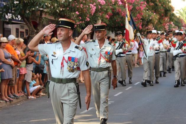 Prise d'armes, remise de décorations et défilés du 2e REP pour les cérémonies du 14 juillet à Calvi