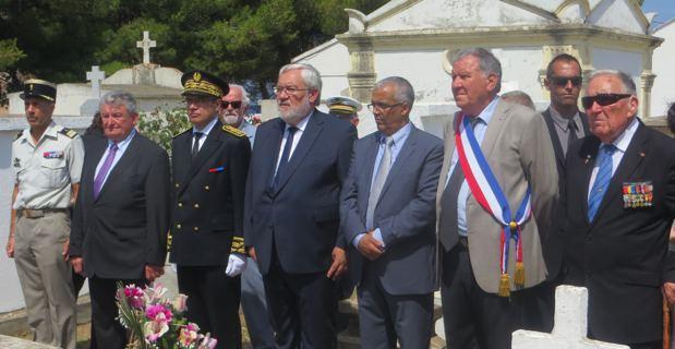 Le secrétaire d'Etat auprès du ministre de la Défense chargé des anciens combattants et de la mémoire, Jean Marc Todeschini, entouré du préfet de Haute-corse, Alain Thirion, du Consul du Maroc en Corse, Sahid Jazouani, et du maire de Saint-Florent, Claudy Olmeta.