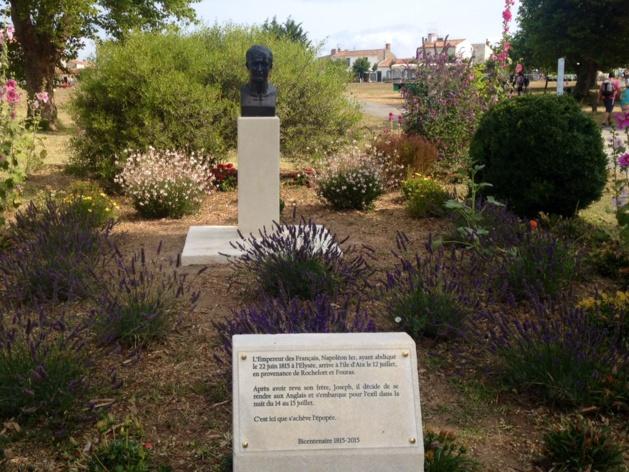 Le buste de Napoléon saccagé sur l'Île d'Aix