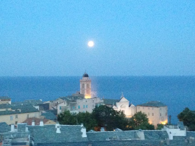 """Par un soir de """"lune bleue"""" dans le ciel de Corse"""
