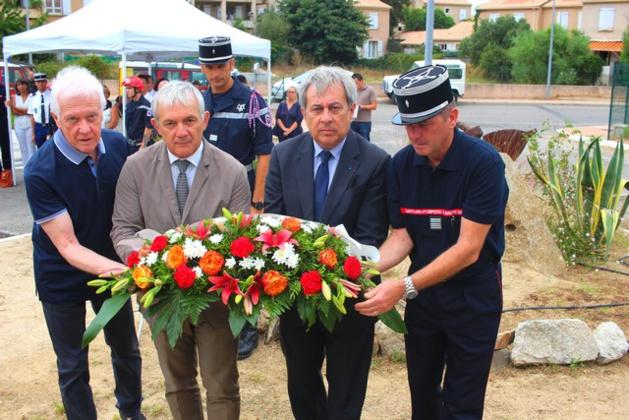 L'hommage de Calvi à Ludovic Piasentin et Jean-Louis de Bénédict tués  le 1er août 2005 dans le crash du Canadair