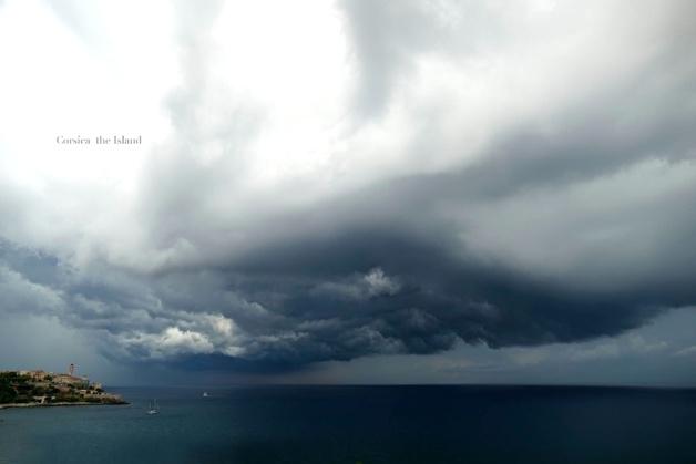 L'image du jour : Bastia, orage sur la ville