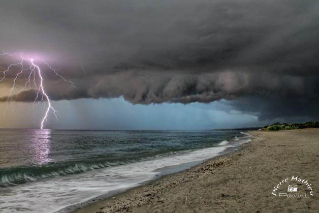 L'image du jour : Chasseur... d'orages à Moriani
