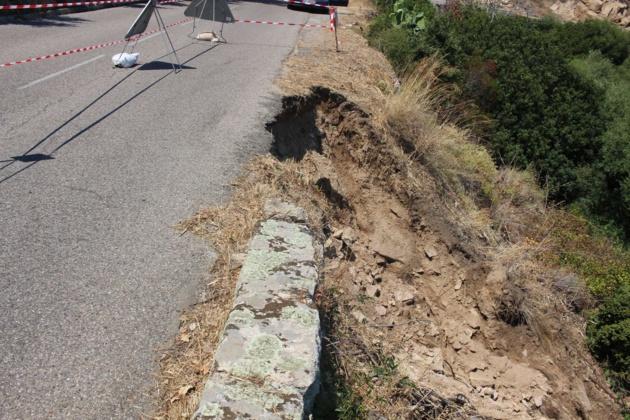 La chaussée de la RD 71 entre Lumio et Lavatoggio s'effondre