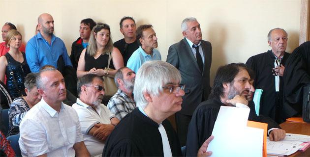Après le tribunal administratif en Juin 2014 Hyacinthe Mattei (assis au centre au deuxième rang) et Jean-Jo Allegrini-Simonetti (debout à droite) se sont retrouvés mardi devant le TGI de Bastia