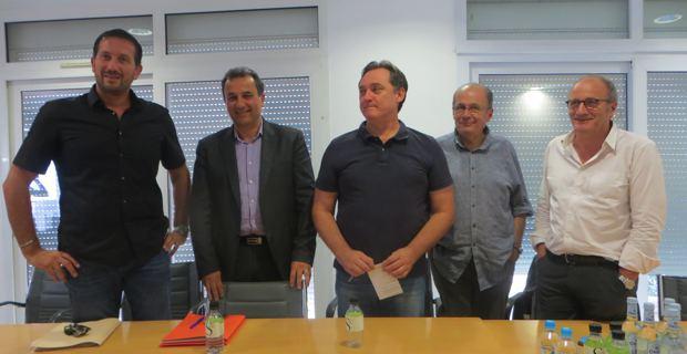 Philippe Peretti, représentant le maire de Bastia, Louis Pozzo di Borgo, représentant le maire de Furiani, François Tatti, président de la CAB, Guy Armanet, maire de Santa Maria di Lota et Michel Rossi, maire de Ville-di-Pietrabugno.