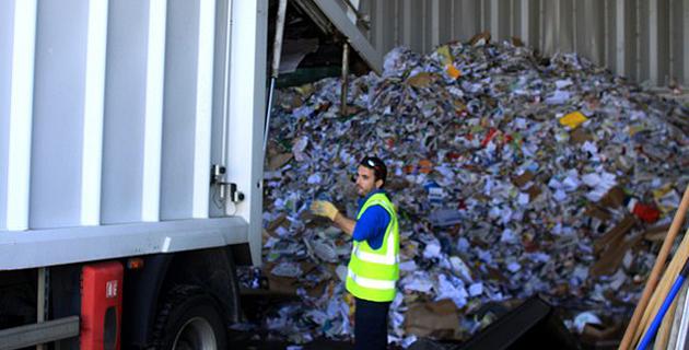 Au centre de tri et de valorisation des déchets à la ZA de Cantone