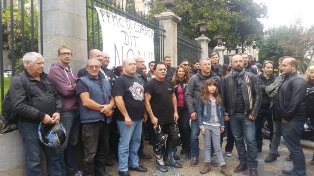 Motards en colère devant la préfecture d'Ajaccio