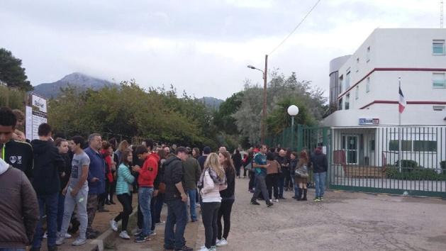 Deux lycéens interpellés ce matin à L'Ile-Rousse. Rassemblement devant la gendarmerie ce soir