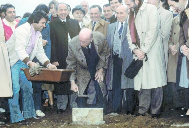 La pose de la première pierre par le président Prosper Alfonsi