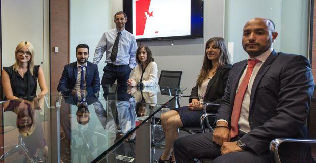 Marc Simeoni entouré de son équipe de consultants.