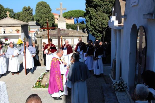 Souvenir des défunts : Messe, procession, bénédiction des tombes à Calvi