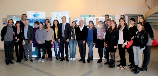 Les membres du jury et les six finalistes autour de Jean Zuccarelli et Gilles Giovannangeli