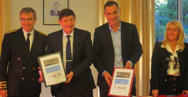Le préfet Alain Thirion, le ministre de la ville, Patrick Kanner, le maire de Bastia, Gilles Simeoni, et sa première adjointe, Emmanuelle De Gentili.