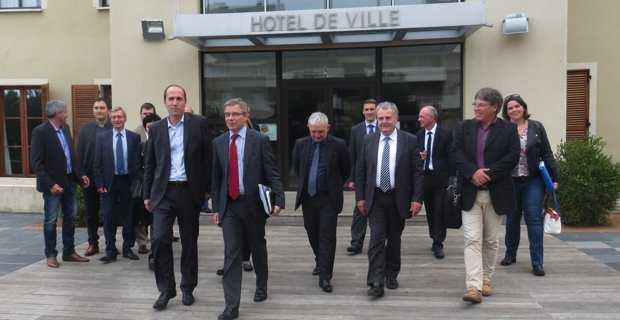 Yannick Castelli, maire de Folelli, le Préfet Alain Thirion, François Orlandi, président du département de Haute-Corse, José Galletti, maire de Lucciana, et les représentants des services de l'Etat.