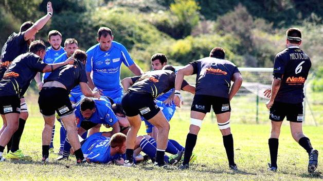 François Pagliai (debout au centre) : Au-dessus de la mêlée