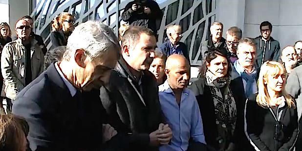 Attentats de Paris : Recueillement devant la mairie de Bastia