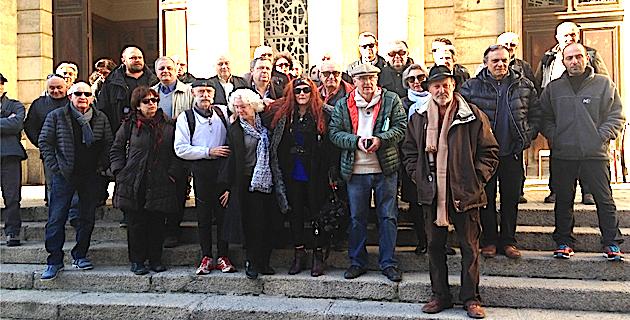 Sur le parvis de l'église Saint-Roch à Ajaccio : Mobilisation autour des grévistes de la faim